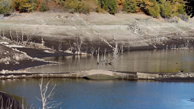 Estado en el que se encuentra el embalse de Eiras, del que sale el agua que se potabiliza en O Casal