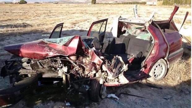 Estado en que ha quedado uno de los dos coches tras la colisión mortal
