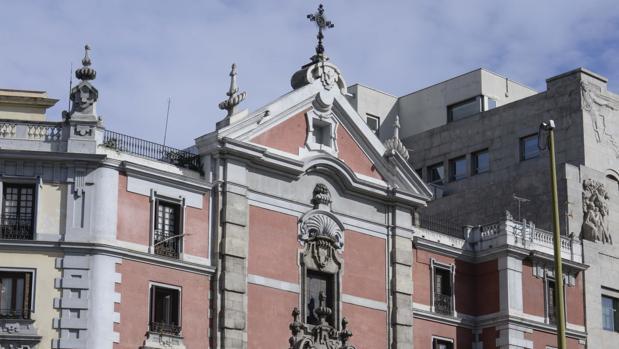 Fachada superior de la parroquia de San José