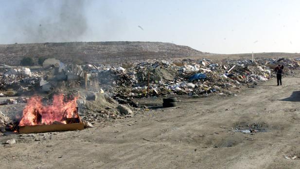 La incineradora de Valdemíngomez está ubicada en una zona en continua degradación