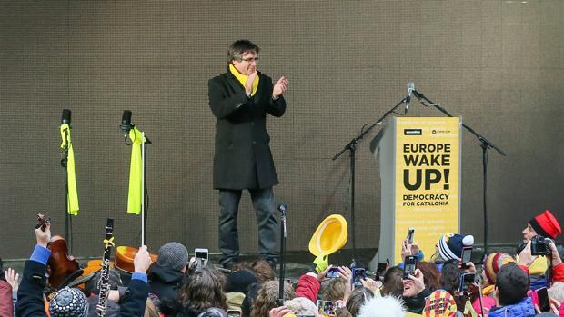 Carles Puigdemont, en la manifestación en Bruselas organizada por la ANC y Òmnium