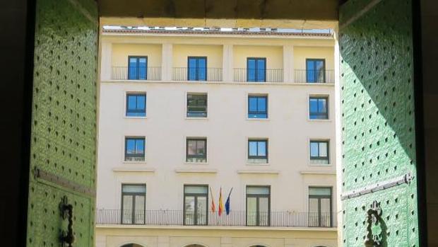 Edificio de la Audiencia Provincial de Alicante, donde se celebrará el juicio del policía local de Castalla