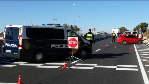 Control de policía en el que se ha sorprendido a la pareja con la droga entre Alicante y Elche