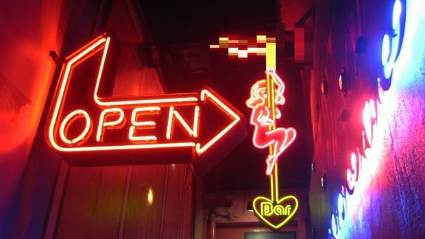 Acceso a un local de fiestas sexuales