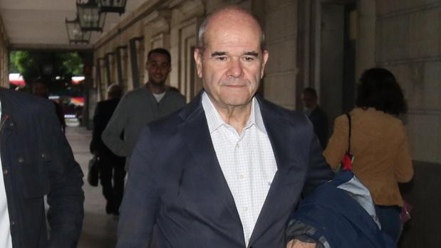 Manuel Chaves, el pasado 3 de noviembre, junto a la Audiencia Provincial de Sevilla