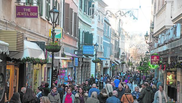 La afluencia en Main Street, la principal vía comercial del Peñón, se mantiene