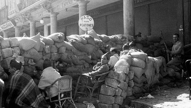 Sitiadores del Alcázar en la Plaza de Zocodover (Colección V.Doherty)