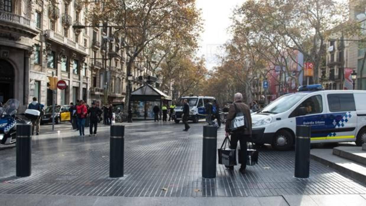 Barcelona instala bolardos en la rambla - Casa del libro barcelona rambla catalunya ...
