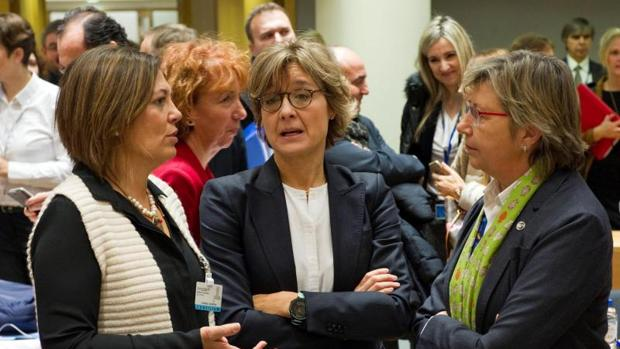 Rosa Quintana, a la derecha, con Tejerina, centro, en Bruselas