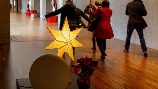 Iluminación navideña en la sede de las Cortes de Castilla y León