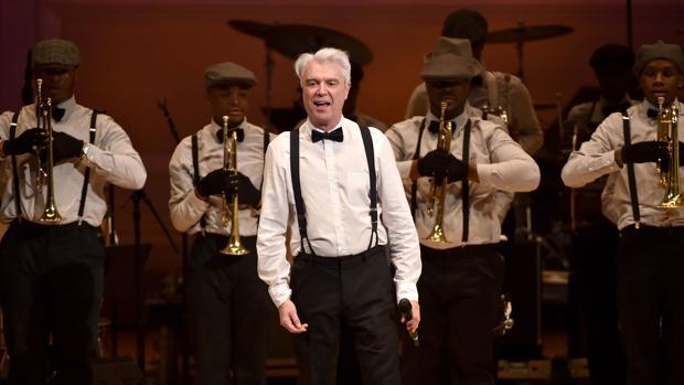 David Byrne, durante una actuación reciente