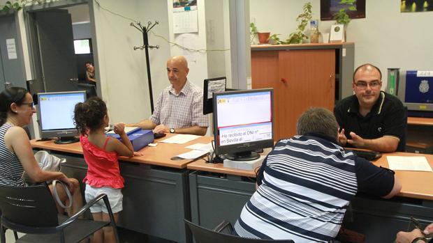 La espera media para renovar el dni se situ este a o en for Oficinas renovacion dni