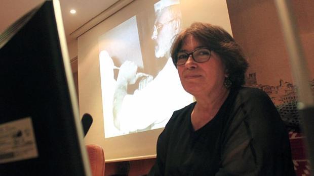 Sagrario Martín-Caro, directora de la Escuela de Artes, pronunció la conferencia sobre Kalato en la Biblioteca regional