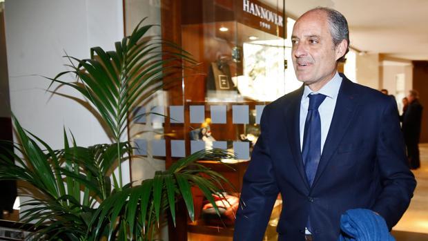 Francisco Camps, este jueves, a su llegada al hotel donde ha mantenido un encuentro con medios