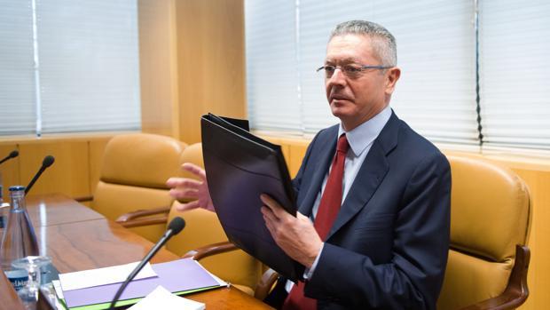 El ex presidente regional, Alberto Ruiz-Gallardón, en la comisión de investigación de corrupción en la Asamblea