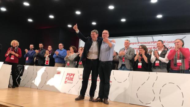 Ernest Blanch y Ximo Puig saludan a los congresistas castellonenses, este sábado