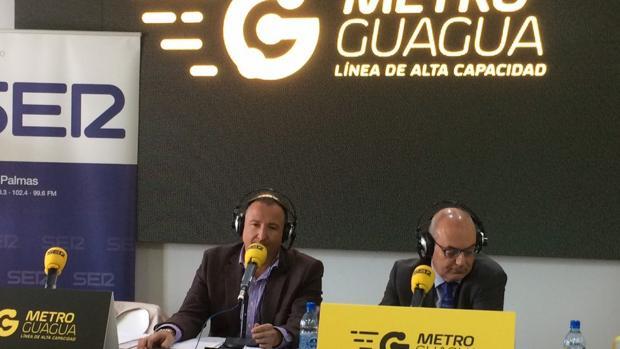 El director general de Guaguas Municipales, a la derecha, en un acto de diplomacia pública