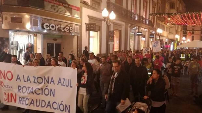 Cientos de vecinos se manifiestan contra la zona azul de la capital grancanaria