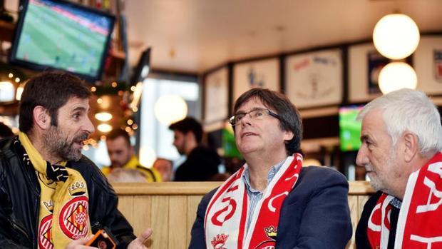 Elecciones Catalanas 21D: Puigdemont vivió el domingo una jornada de fútbol en Bruselas