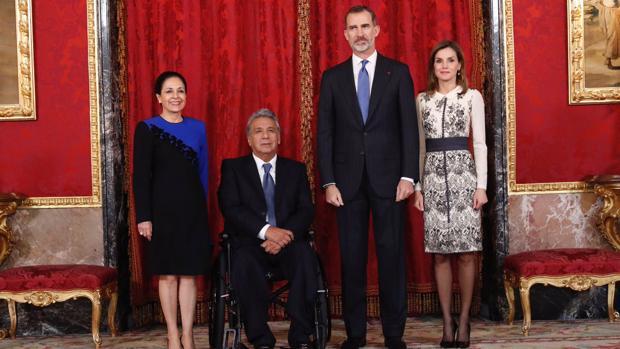 Los Reyes con el presidente de Ecuador, Lenín Moreno, y su esposa, Rocio González