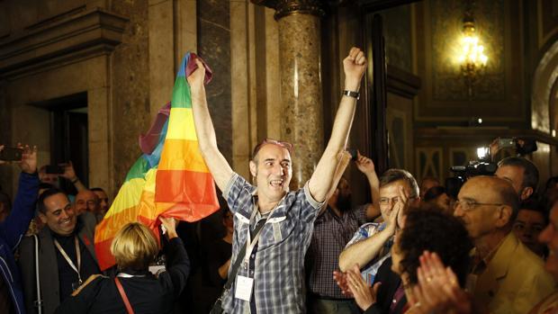 Aprobación en el Parlament de la ley contra la homofobia