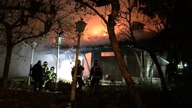 Incendio en el restaurante Guipuzcoa, okupado desde hace años