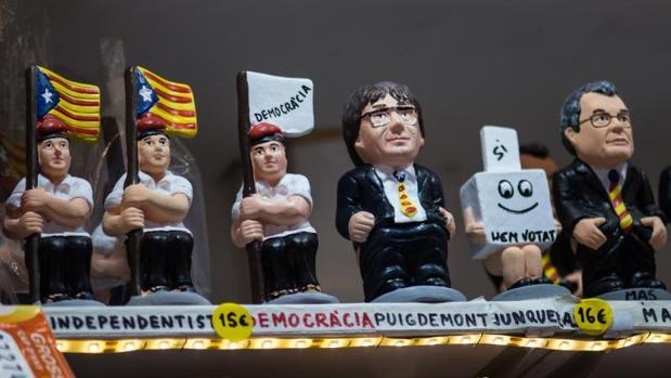 Caganers con la figura de Puigdemont y Mas