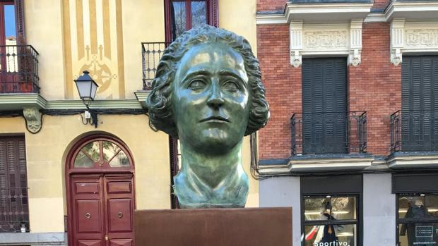 d971b7cd1 El busto de Clara Campoamor regresa a Malasaña