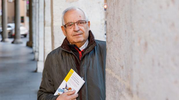 José González Torices, autor vallisoletano, con su libro «Las desventuras de un niño acosado»
