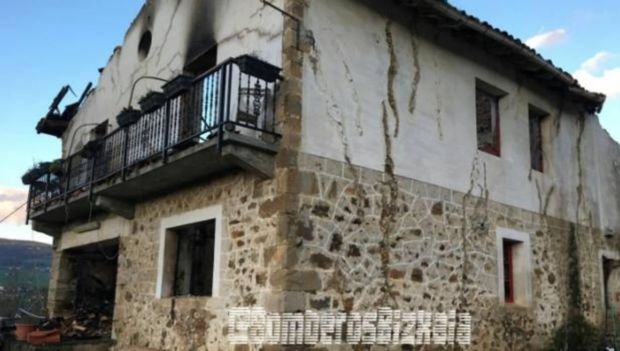 Un incendio producido por una chimenea destruye un caser o - Caserio pais vasco ...