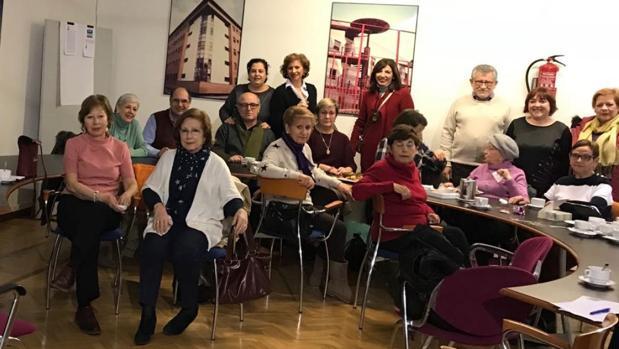 El consejero Felpeto asistió ayer al tradicional «Café Navideño» en la Biblioteca regional