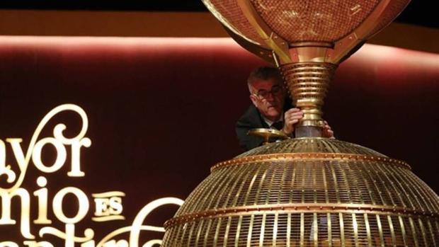 Preparativos del sorteo de El Niño de la Lotería Nacional