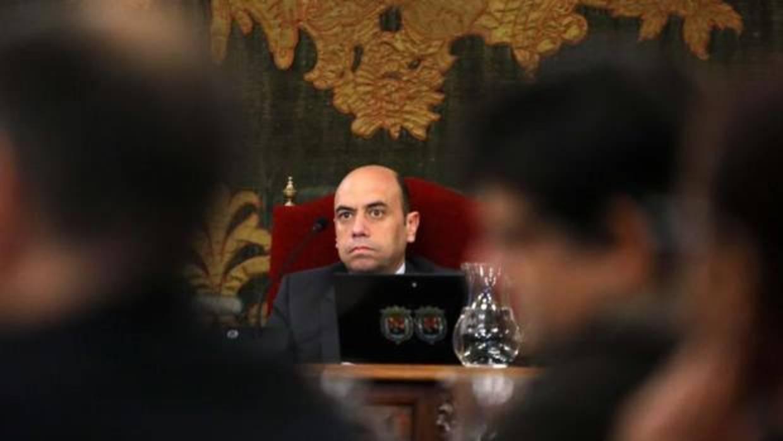 El alcalde de Alicante recorta presupuesto en el área municipal por la que está procesado judicialmente
