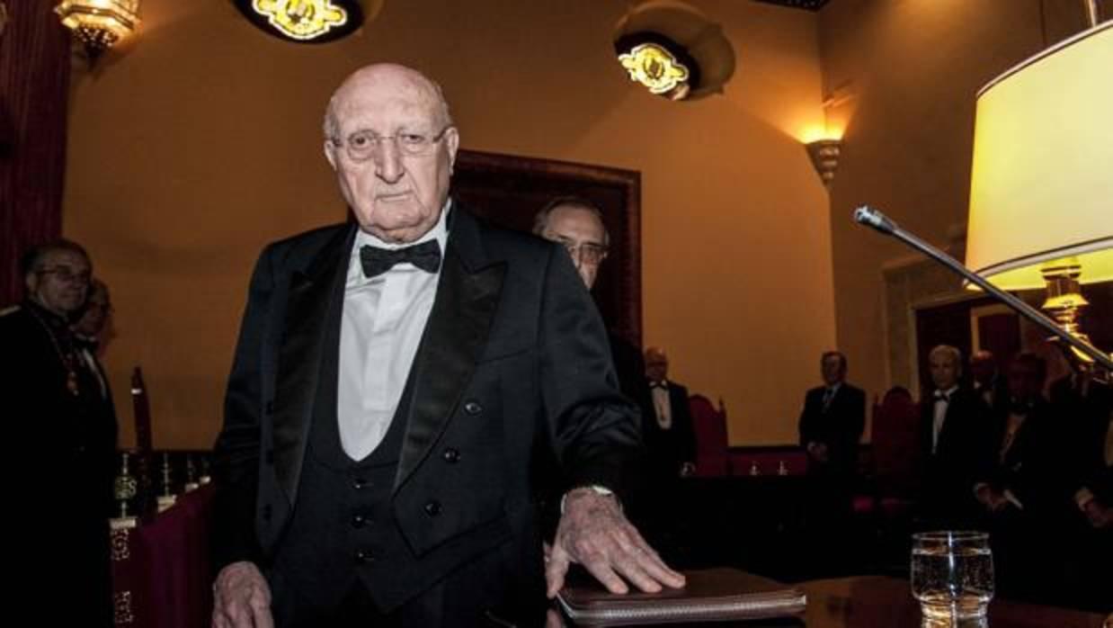 Muere Aurelio Menéndez, exministro de Educación y Cultura y preceptor de Felipe VI