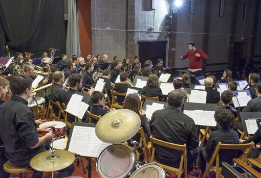 La Banda del Taller de Música Castell Vermell interpretando marchas de la Cabalgata de Reyes Magos