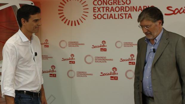 Pedro Sánchez y Pérez Tapias durante las primarias de 2014