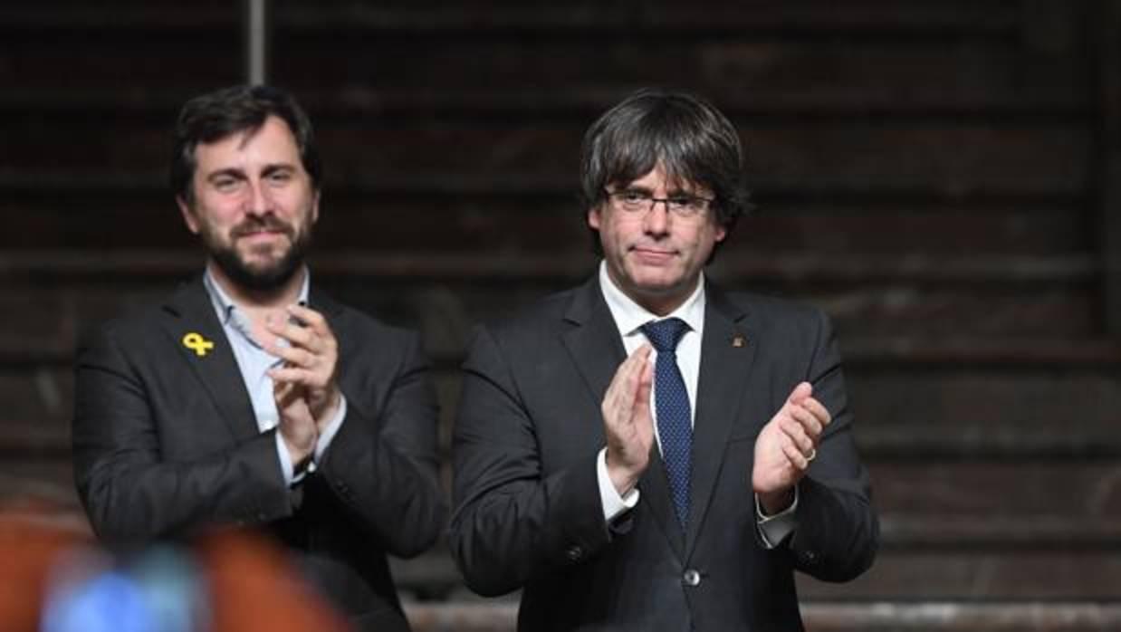 Los exconsejeros huidos podrían dejar su acta para asegurar la mayoría independentista en el Parlament
