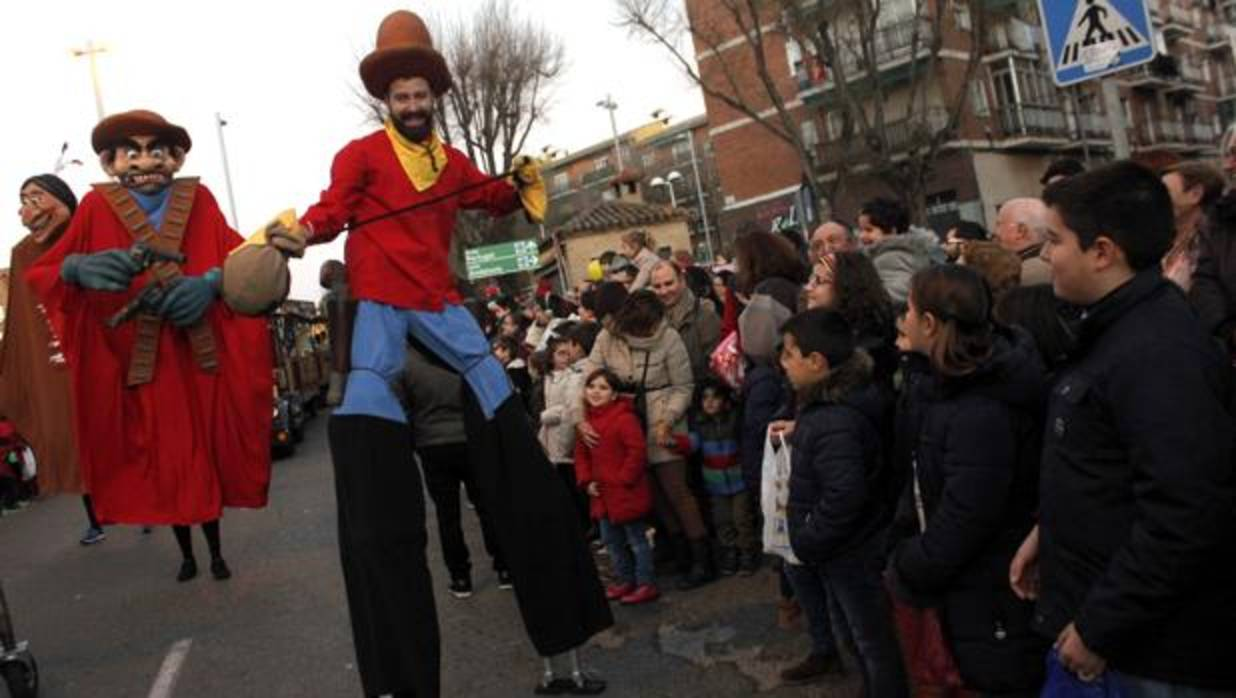 Los Reyes Magos repartirán ilusión y 6.500 kilos de caramelos desde 9 carrozas en Toledo