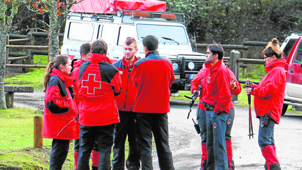 Voluntarios buscan a Bárcena en el monte Gorbea