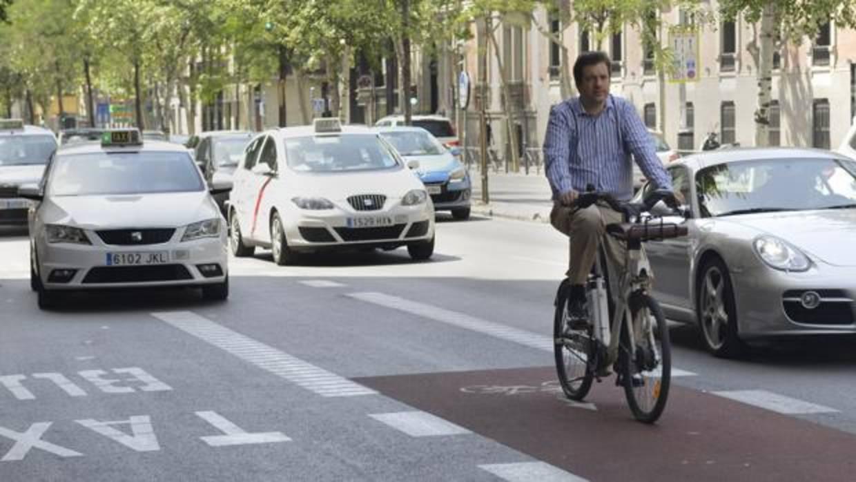 La frecuencia de los semáforos enfrenta a ciclistas y Ayuntamiento