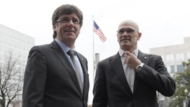 El expresidente de la Generalitat, Carles Puigdemont y su exconsejero de Exteriores, Raúl Romeva durante su último viaje a EE.UU
