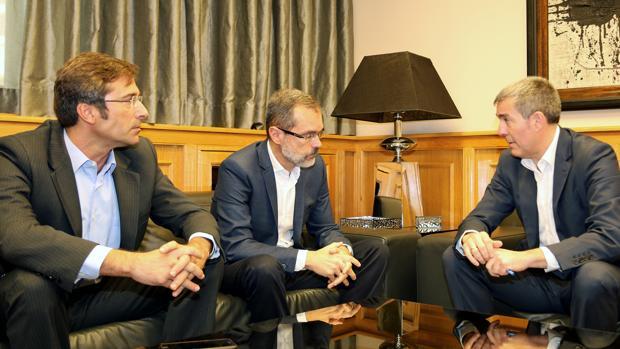 El presidente de Lanzarote y Fuerteventura con Fernando Clavijo, este martes
