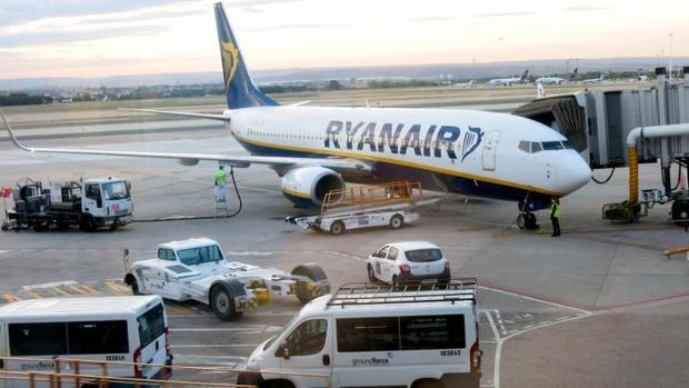 Un avión de Ryanair en el aeropuerto de Alicante-Elche