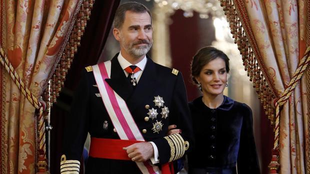 El Rey Don Felipe, acompañado por Doña Letizia