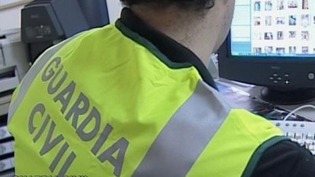 Agentes especializados de la Guardia Civil rastrearon internet para dar con los autores de esos mensajes