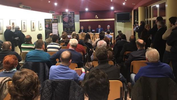 El aula cultural de la Misericordia se llenó en el acto que tuvo como protagonista a Victorino Martín