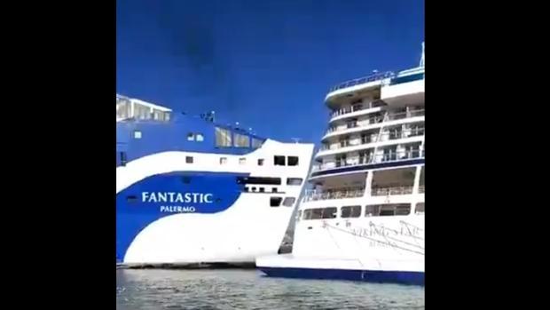 Fotograma de un vídeo en que se ve cómo un ferry colisiona contra un crucero en el Puerto de Barcelona
