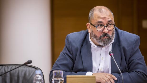 Imagen de Enric Nomdedéu tomada en las Cortes Valencianas