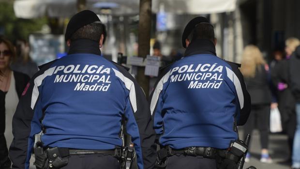 Dos agentes de la Policía Municipal, en una imagen de archivo