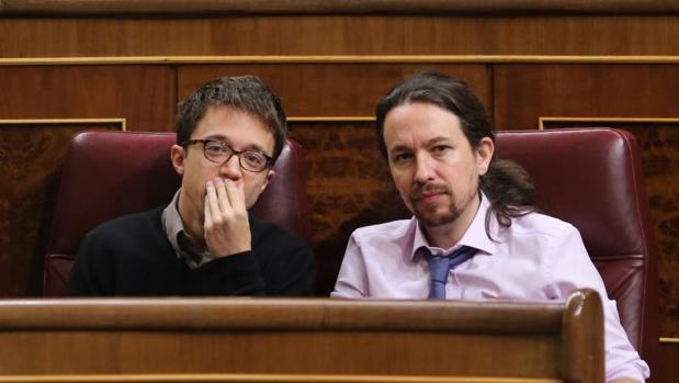 Errejón e Iglesias, en febrero e 2017, en una sesión de control al Gobierno en el Congreso de los Diputados